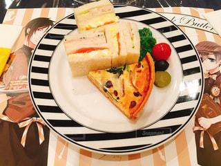 食べ物,テーブル,皿,サンドイッチ,キッシュ,食,食欲,黒執事