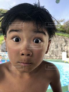 近くに少年のの写真・画像素材[1440008]