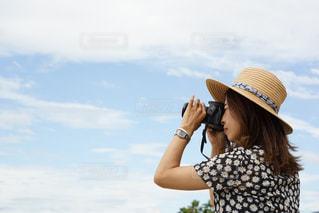 麦わら帽子とワンピースの写真・画像素材[2411344]