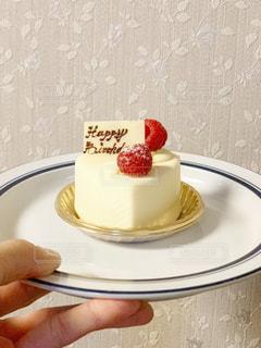 皿の上のケーキの一部の写真・画像素材[1667719]