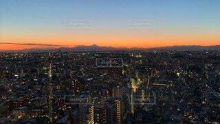 空,建物,夜景,富士山,ビル,屋外,雲,夕暮れ,都市,景色,タワー,都会,高層ビル,マジックアワー,スカイライン,タイムラプス