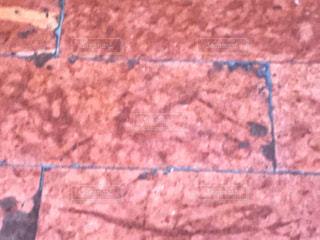 古びたピンクのフロアー