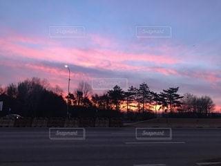 ルーマニア,早朝のブカレスト,朝焼けが素晴らしい,OTP,朝焼けピンクが眩しいくらい美しい!