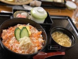 サーモンといくらとカニの和食料理の写真・画像素材[3848207]
