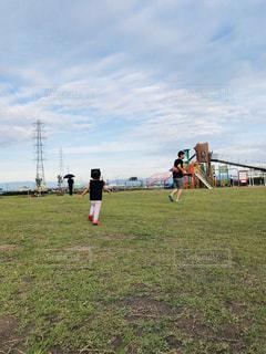 公園で鬼ごっこの写真・画像素材[1444638]