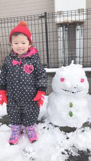 雪だるまと子供の写真・画像素材[1820871]