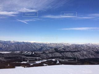 雪の覆われた山々 の景色の写真・画像素材[1706856]