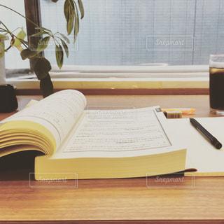 カフェ,コーヒー,植物,本,日本,資格,勉強,休日,カウンター,ボールペン,参考書,過去問,シャープペン