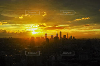 日没時の都市の眺めの写真・画像素材[4900627]