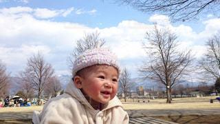 帽子をかぶった赤ちゃんの写真・画像素材[2692952]