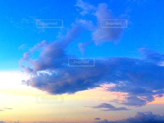 夕焼けと青空の写真・画像素材[2017742]