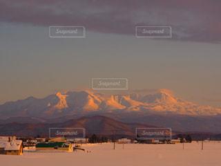 背景の大きな山 - No.893406