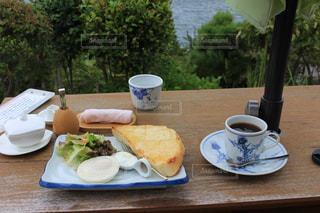 コーヒー,食事,朝食,屋外,テーブル,樹木,カップ,ドリンク