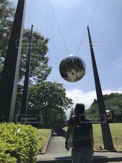 男性,30代,晴れ,男,観光,旅行,玉,箱根,お散歩,おでかけ,球体,お天気,彫刻の森美術館