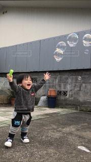 シャボン玉大喜びの写真・画像素材[1686062]