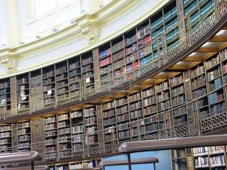 大英博物館の図書館の本棚の写真・画像素材[1583758]