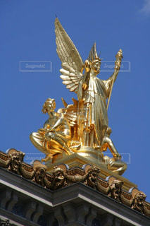 青空とパリのオペラ座ガルニエの写真・画像素材[1592498]