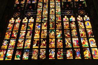 美しいミラノのドゥオモのステンドグラスの写真・画像素材[1593843]