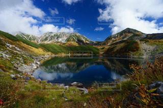 立山室堂平のみくりが池の美しい紅葉風景の写真・画像素材[1608820]