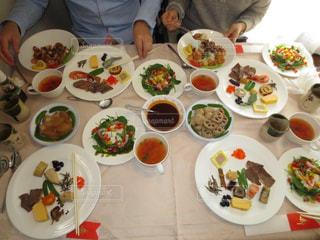 食事,魚,白,皿,スープ,人,サラダ,おせち料理,料理,お正月,煮物,自宅,オードブル,フォトジェニック,インスタ映え,海鮮洋食丼