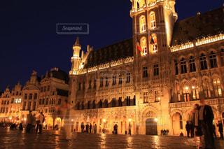 ベルギーブリュッセルグランプラスの夜景の写真・画像素材[1680445]