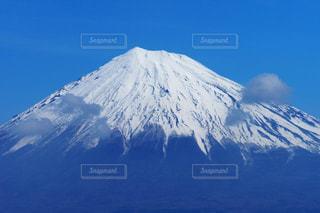 雪化粧した雄大な富士山の写真・画像素材[1733814]