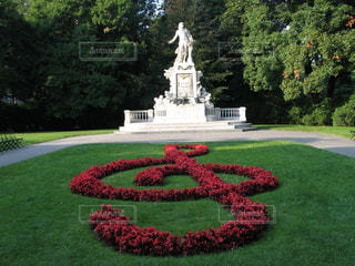 ウィーンブルク王宮庭園のモーツァルト像の写真・画像素材[1843999]