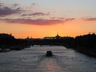 パリセーヌ川の美しい夕焼けの写真・画像素材[1861272]