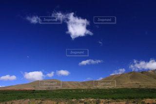 ニュージーランドの青空と可愛い雲の写真・画像素材[1861634]