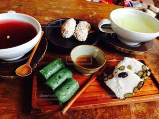 韓国の伝統茶とお餅の伝統菓子でほっこりの写真・画像素材[2045441]