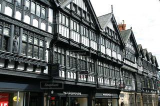 イギリスチェスターの歴史的な街並みの写真・画像素材[2145135]