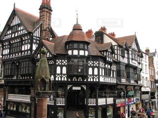 イギリスチェスターのお洒落な街並みザ・ロウズの写真・画像素材[2145146]