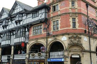 チェスターの歴史的な美しい建物ザ・ロウズの写真・画像素材[2145177]