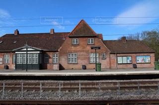 デンマークのレンガ造りのおしゃれな田舎の駅の写真・画像素材[2245832]