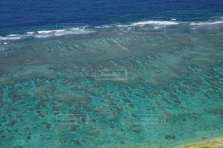 宮古島島の透明で青くてキラキラゆらゆらした美しい海の写真・画像素材[2329425]