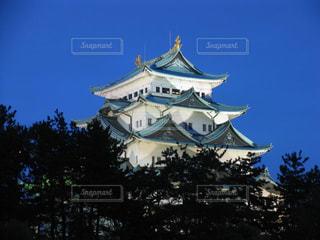 ライトアップされた名古屋城の夜景の写真・画像素材[2403112]