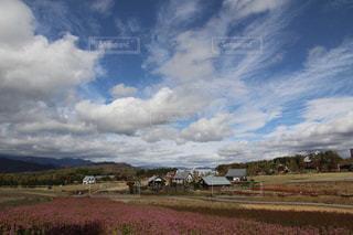 自然の芸術を感じる秋の雲の写真・画像素材[2413174]