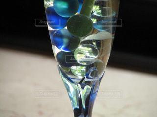 芸術的な水玉カクテルの写真・画像素材[2492116]
