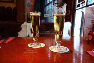 テーブル,休憩,グラス,ビール,乾杯,ドリンク,ひと休み,シック,フォトジェニック,インスタ映え
