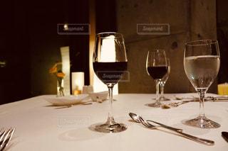テーブル,ワイン,グラス,記念日,乾杯,ドリンク,赤ワイン,ワイングラス,フォトジェニック,インスタ映え