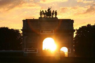 パリルーブルの美しい夕日の写真・画像素材[2858910]