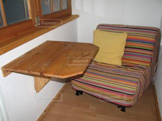 味わい深い木の家具の写真・画像素材[2895432]