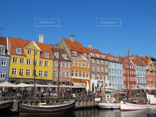 童話の世界のようなカラフルな港町の写真・画像素材[3247212]