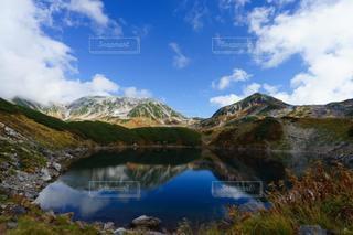 風情ある立山の紅葉とみくりが池の写真・画像素材[3587017]