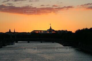 セーヌ川の夏の夕暮れの写真・画像素材[4123553]