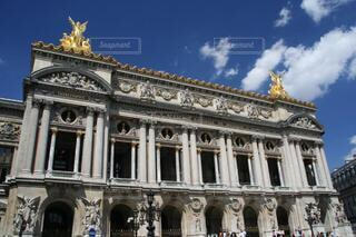 青空とパリオペラ座「ガルニエ宮」の写真・画像素材[4776197]