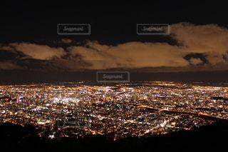 夜の都会の写真・画像素材[1682526]