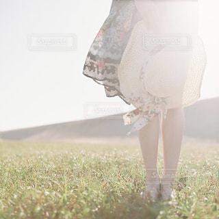 女性,屋外,足,帽子,人物,人,未来,幸せ,ポートレート,夢,ポジティブ,鳥取砂丘,願い,希望,可能性,勇気,スタートライン