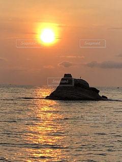 富山湾の朝日の写真・画像素材[2356397]