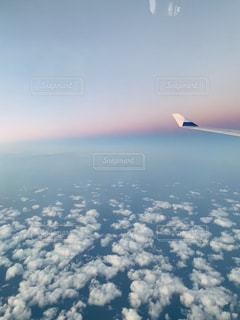 飛行機と雲の写真・画像素材[2411747]